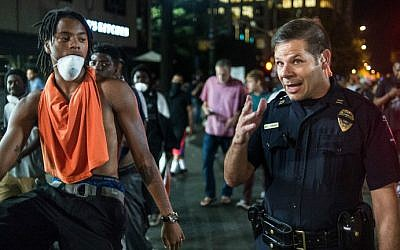 Captain Mike Campagna talks with a demonstrator during protests on September 22, 2016 in Charlotte, North Carolina. (Sean Rayford/Getty Images/AFP)