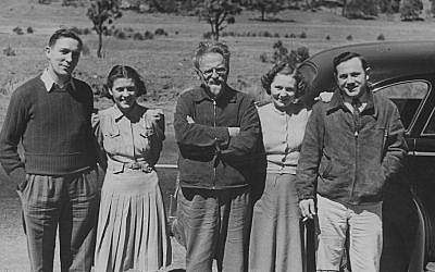 Leon Trotsky in Mexico with some American friends, shortly before his 1940 assassination. (Public domain)