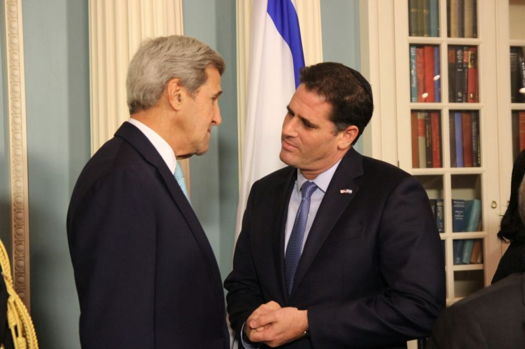 Secretary of State John Kerry and Israeli Ambassador to the US Ron Dermer at the signing of the US-Israel military aid deal in the State Department on September 14, 2016 (Israeli Embassy, Washington)