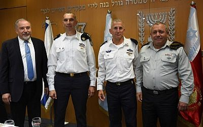 Left to right, Defense Minister Avigdor Liberman, incoming head of the Israel Navy Maj. Gen. Eli Sharvit, outgoing naval commander Maj. Gen. Ram Rothberg and IDF Chief of Staff Gadi Eisenkot during a ceremony in the army's Tel Aviv headquarters during which Sharvit received his new position on September 12, 2016. (IDF Spokesperson's Unit)