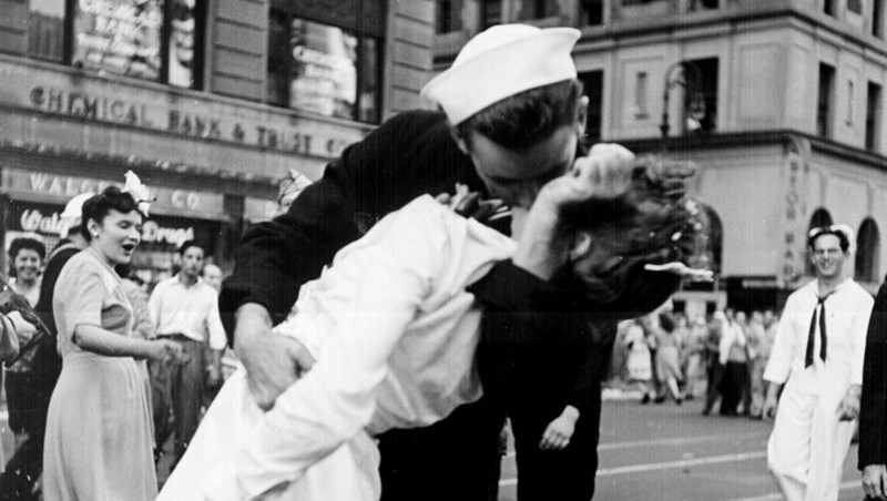 Jewish Woman In Iconic Wwii Times Square Kiss Photo Dies At 92 The