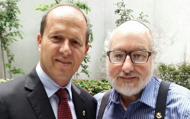 Jerusalem Mayor Nir Barkat meets Jonathan Pollard in New York, September 26, 2016 (Jerusalem Municipality)