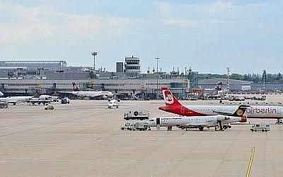 Dusseldorf Airport (CC-BY Dirk Vorderstraße/Wikipedia)
