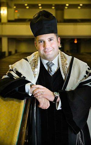 Cantor Gideon Zelermyer (Dominic Fulzzotto)