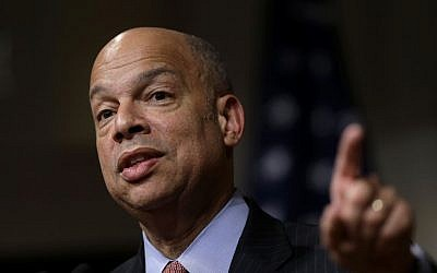 File: Homeland Security Secretary Jeh Johnson addresses an audience during a forum at the John F. Kennedy School of Government on the campus of Harvard University, in Cambridge, Mass., March 21, 2016. (AP/Steven Senne, File)