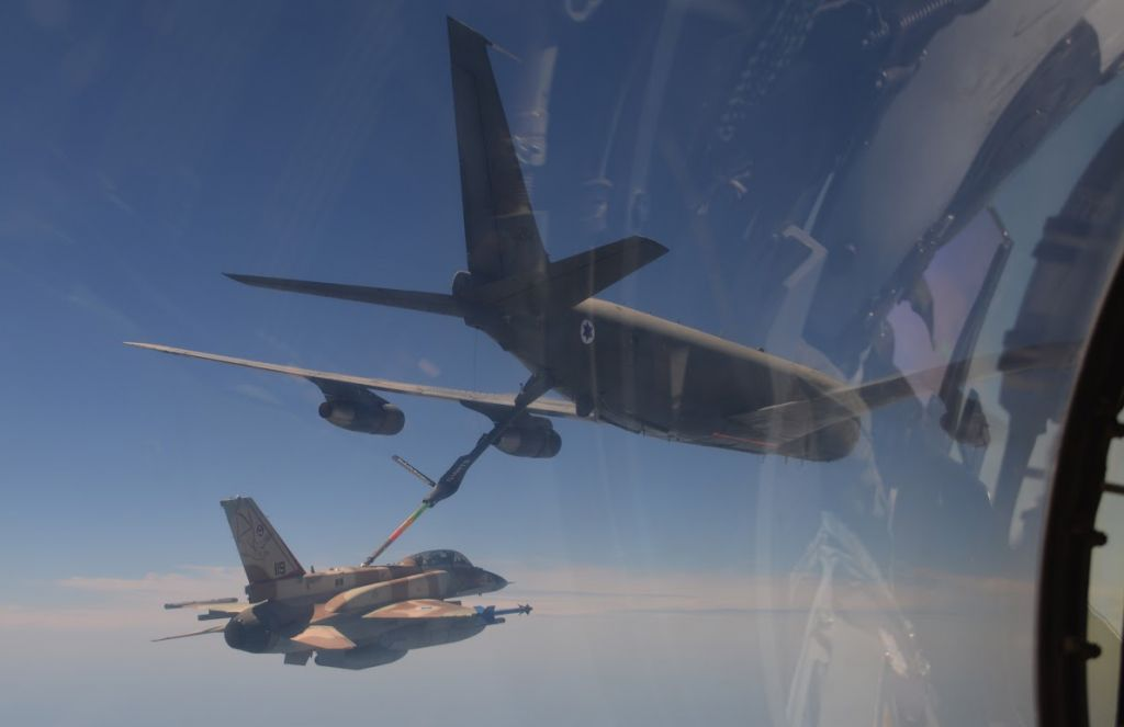 An Israel Air Force plane refuels an F-16 fighter jet over Nevada during the United States Air Force's Red Flag exercise in August. (IDF Spokesperson's Unit)