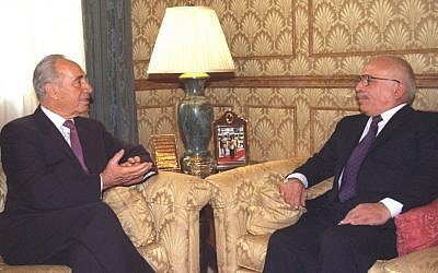Almost a decade after the failed London Agreement, prime minister Shimon Peres and King Hussein of Jordan meet in the Royal Palace in Amman in December 1995. (Avi Ohayon/GPO)