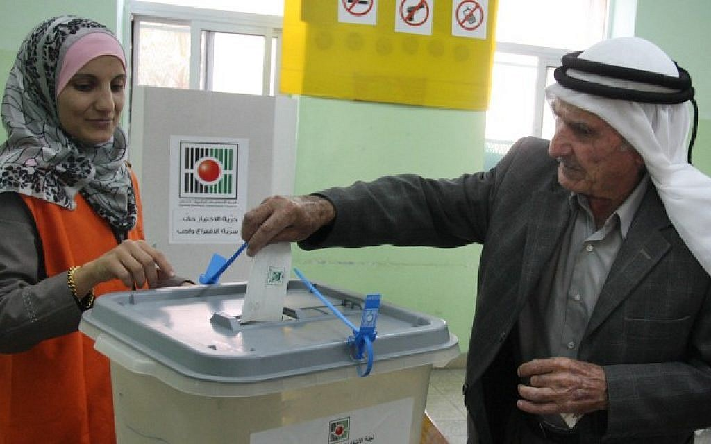 A Palestinian man casts his vote in the municipal elections in the West Bank town of Al-Bireh on October 20, 2012. (Issam Rimawi/Flash90)