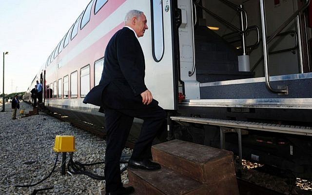 Benjamin Netanyahu boards a train from Tel Aviv to Beersheba on November 13, 2012. (Kobi Gideon/GPO/Flash90)
