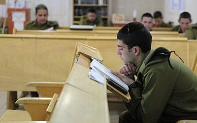 Soldiers study religious texts in the IDF's ultra-Orthodox 'Netzah Yehuda' unit at the Peles Military Base in the northern Jordan valley, August 2013. (Yaakov Naumi/Flash90)