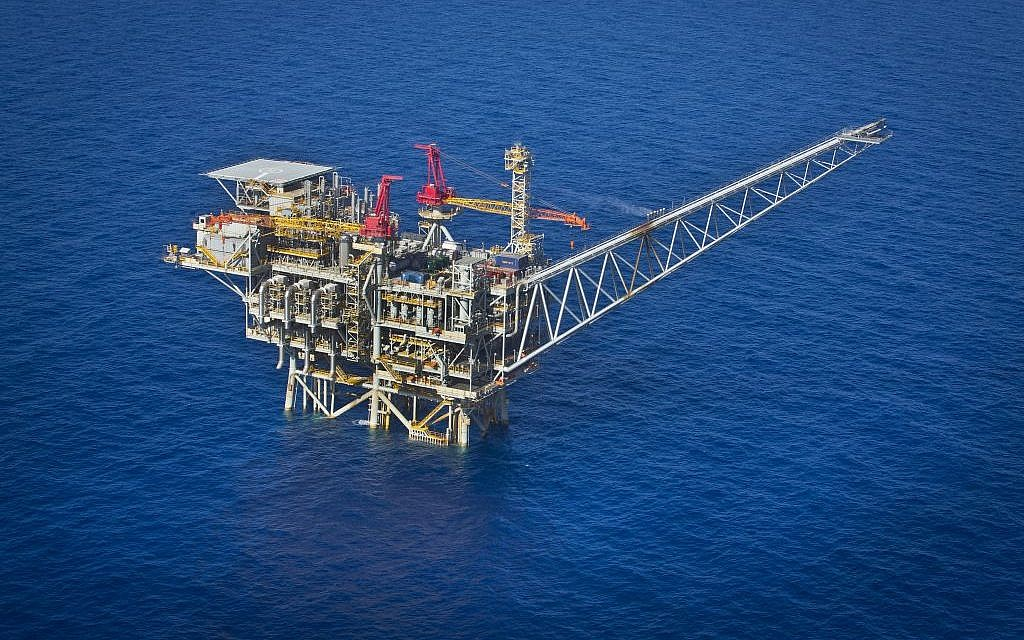 An aerial view of the Israeli 'Tamar' gas processing rig 24 kilometers off the Israeli southern coast of Ashkelon. Noble Energy and Delek are the main partners in the oil field, October 11, 2013. (Moshe Shai/FLASH90)