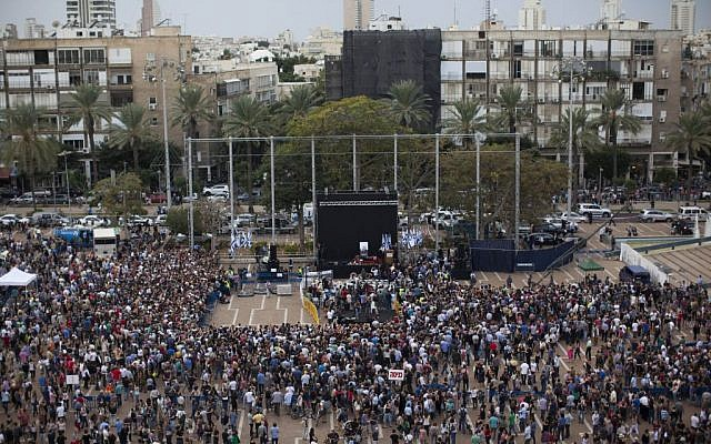 Illustrative photo of an event at Tel Aviv's Rabin Square. (Yonatan Sindel/Flash90)