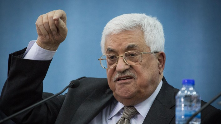 Palestinian Authority President Mahmoud Abbas speaks during a meeting with a delegation of the Federation of Jews from Arab countries in Ramallah, in the West Bank, on March 28, 2016. (Hadas Parush/Flash90)