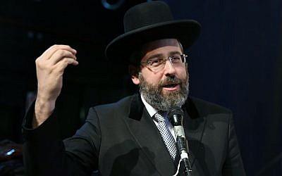 Israel's Ashkenazi Chief Rabbi David Lau attends a conference in memory of late Yemenite rabbi Yihya Yitzhak Halevi in Petah Tikva on June 15, 2016. (Yaakov Cohen/Flash90)