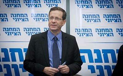 Opposition leader Isaac Herzog chairs a meeting of his Zionist Union faction in the Knesset on August 1, 2016. (Photo by Miriam Alster/FLASH90)