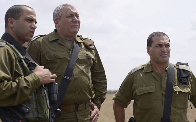 "IDF Chief of Staff Gadi Eisenkot, center, visits the Gaza Division with Col. Yaakov ""Yaki"" Dolef and head of the Southern Command Maj. Gen. Eyal Zamir in southern Israel on August 30, 2016. (IDF Spokesperson)"
