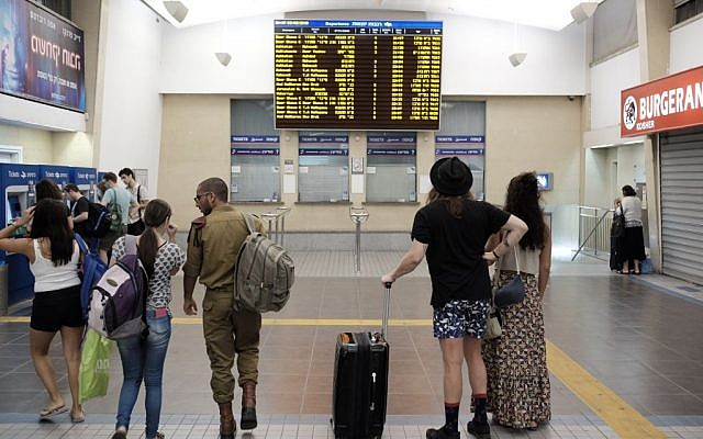 Travelers at central Tel Aviv's central Savidor station checking a schedule, where no trains northbound are listed, on September 3, 2016. (Tomer Neuberg/Flash90)