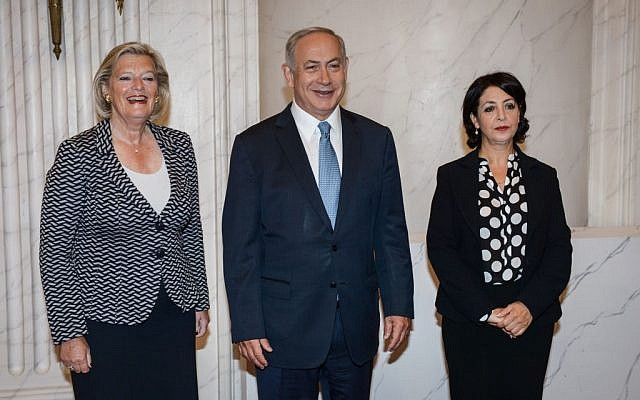 Prime Minister Benjamin Netanyahu meets with Dutch President of the Senate Ankie Broekers-Knol (L) and Parliament Speaker Khadija Arib (R) in The Hague on September 7, 2016 (Photo by Amos Ben Gershom/GPO)