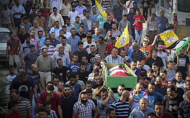 Palestinians carry the body of Ahmed Rimawi, who was killed in the collapse of the building in Tel Aviv on Monday September 5, in the village of Beit Rima near Ramallah, in the West Bank, September 7, 2016. (Flash90)