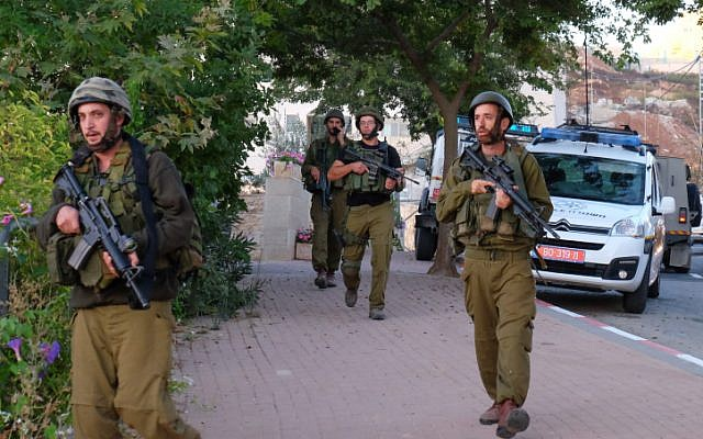 Illustrative: Israeli soldiers conduct searches near the West Bank settlement of Efrat, in Gush Etzion on September 18, 2016. (Gerson Elinson/Flash90)