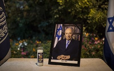 A framed photograph of former Israeli president Shimon Peres is displayed with a memorial candle at the entrance to the President's Residence in Jerusalem, on September 28, 2016. (Hadas Parushl/Flash90)