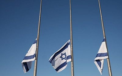 Flags at the Knesset fly at half mast in honor of former president and prime minister Shimon Peres as his body lies in state at the Knesset, September 29, 2016. (Yizhak Harari/Knesset Spokesman's office)