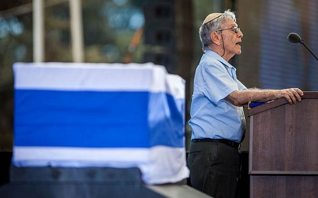 Israeli author Amos Oz spoke during the State funeral ceremony for late former President Shimon Peres at Mount Herzl, in Jerusalem, on September 30, 2016 (Photo by Emil Salman/POOL)