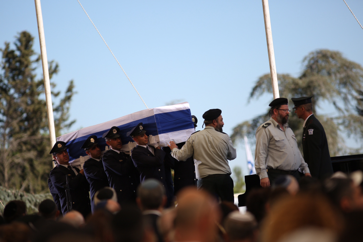 The coffin holding former Israeli president Shimon Peres during the state funeral ceremony at Mount Herzl, in Jerusalem, on September 30, 2016. (Miriam Alster/Flash90)