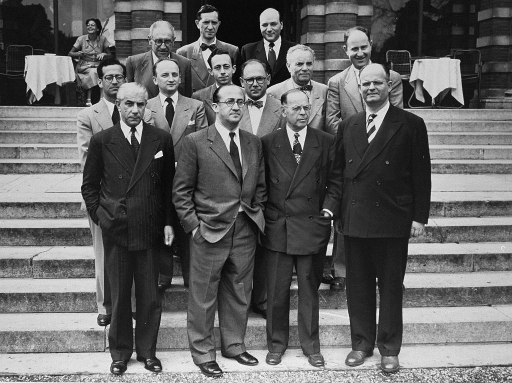 Members of the Conference on Jewish Material Claims in Luxembourg for the signing of the Reparations Agreement between the German Federal Republic, the State of Israel, and the Conference on Jewish Material Claims. Among those pictured is Benjamin Ferencz (second row from the front, second from the left). (Ben Ferencz/USHMM)