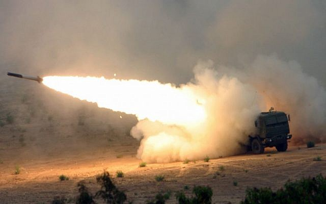 US Marines fire a Multiple Launch Rocket System Family of Munitions (MFOR) rocket from a High Mobility Artillery Rocket System (HIMARS) launcher at Camp Pendleton, California, on June 1, 2007. (Wikipedia/LCPL Seth Maggard, USMC/Defense Visual Information Center, US DOD/public domain)