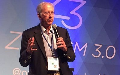 Dennis Ross speaks at the Zionism 3.0 conference in Palo Alto on September 18, 2016 (Michelle Shabtai)