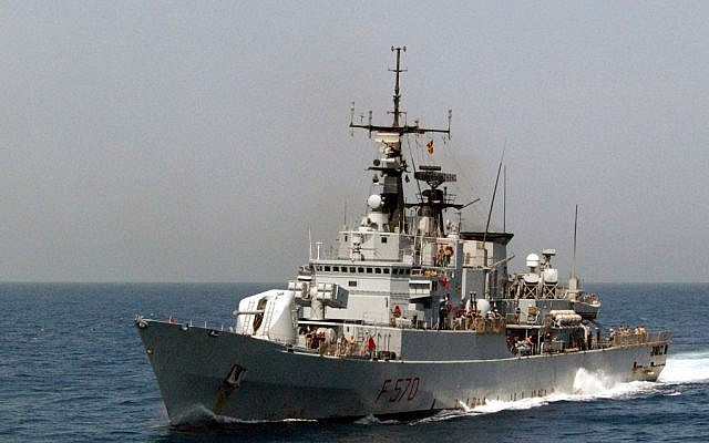 Illustrative image of an Italian Navy Frigate, the Marina Militare (MM) MAESTRALE (F 570), underway at high-speed, during Operation Enduring Freedom in 2002. (public domain via US Navy, Wikimedia Commons)
