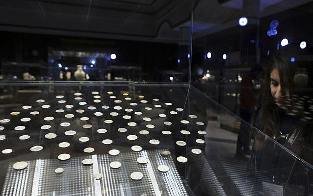Antique coins are displayed at a newly opened museum in the southern city of Basra, Iraq, September 27, 2016. (AP/Nabil al-Jurani)