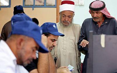 Jordanians vote in elections in Amman, Jordan, Tuesday, Sept. 20, 2016. (AP/Raad Adayleh)