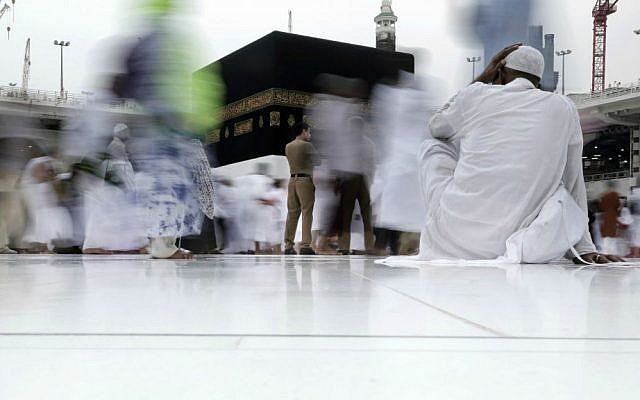 A Saudi security guard stands as Muslim pilgrims circle the Kaaba, Islam's holiest shrine, at the Grand Mosque in the Muslim holy city of Mecca, Saudi Arabia, Thursday, Sept. 8, 2016. (AP Photo/Nariman El-Mofty)