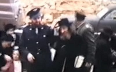 Rabbi Shear Yashuv Cohen (left) on his wedding day accompanied by his father David Cohen, known as 'the Nazir' (Screen capture: YouTube)