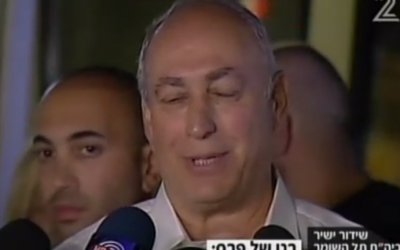 Chemi Peres discusses the condition of his father, former president Shimon Peres, at Sheba Medical Center, September 13, 2016 (Channel 2 screenshot)