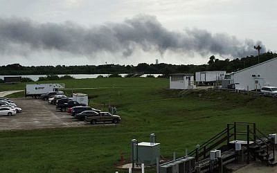 Smoke rises from a SpaceX launch site  after an explosion during a test of an unmanned rocket at Cape Canaveral, Florida, September 1, 2016. (AP/Marcia Dunn)