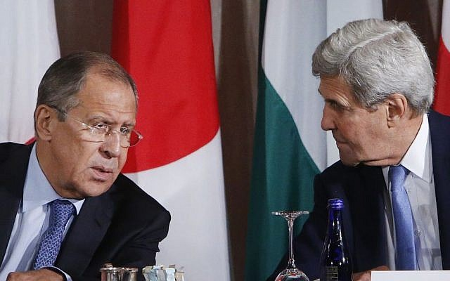 Russia's Foreign Minister Sergey Lavro (left) and US Secretary of State John Kerry talk during a meeting of the International Syria Support Group, September 22, 2016. (AP Photo/Jason DeCrow)