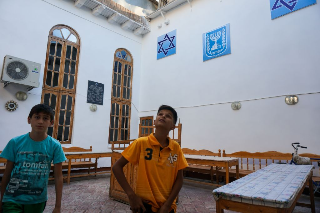 Benjamin Yakubov, right, with his friend Natan, studying the ceiling of the main synagogue in Bukhara, Uzbekistan, September 9, 2016. (Cnaan Liphshiz/JTA)