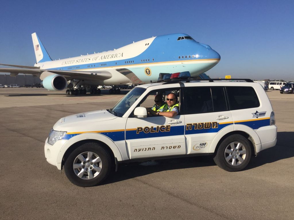 Police officers guard Air Force One as US President Barack Obama arrives in Israel for the funeral of Shimon Peres on September 30, 2016. (Israel Police)