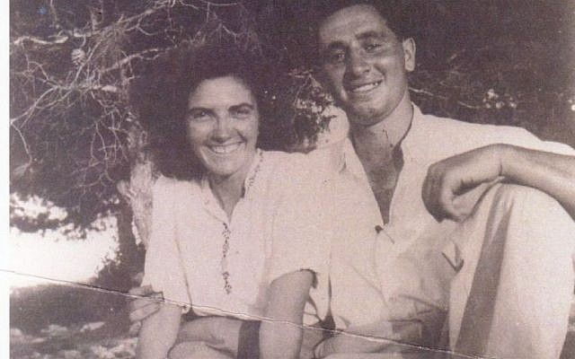 Shimon Peres with his wife Sonia in a Zionist youth camp in Zichron Yaakov (Shimon Peres Archives)