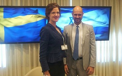 Swedish opposition leader Anna Kinberg Batra, left, with Likud MK Amir Ohana, at the Knesset, September 5, 2016 (courtesy Knesset Foreign Affairs Division)
