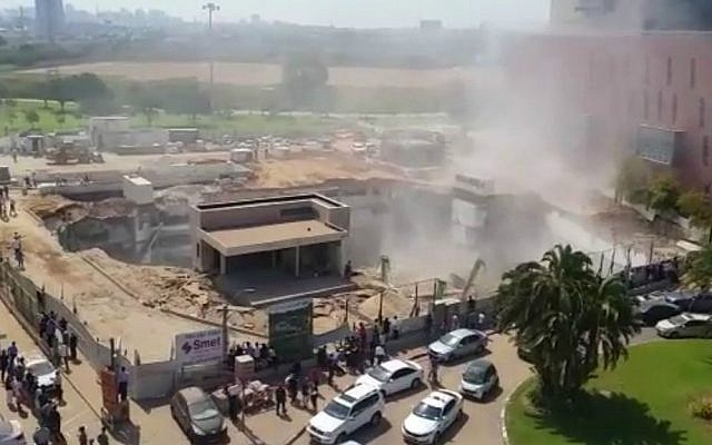 A collapsed structure in the Ramat Hahayal neighborhood in northern Tel Aviv, September 5, 2016. (screen capture Channel 2)