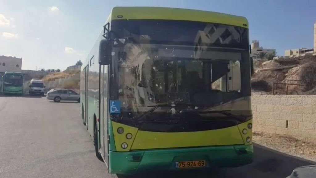A bus that was struck by rocks and glass bottles full of paint as it traveled from Jerusalem to Ma'ale Adumim on September 16, 2016. (Screen capture: Israel Police)