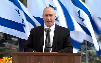 Chemi Peres, Shimon Peres's son, eulogizes the former president and Nobel Prize winner at his funeral at Mount Herzl cemetery in Jerusalem on September 30, 2016. (screen capture: GPO livestream)