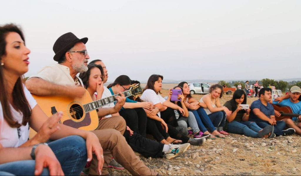 The group of trekkers from 'My Hero Brother' singing with Ehud Banai (Courtesy 'My Hero Brother')