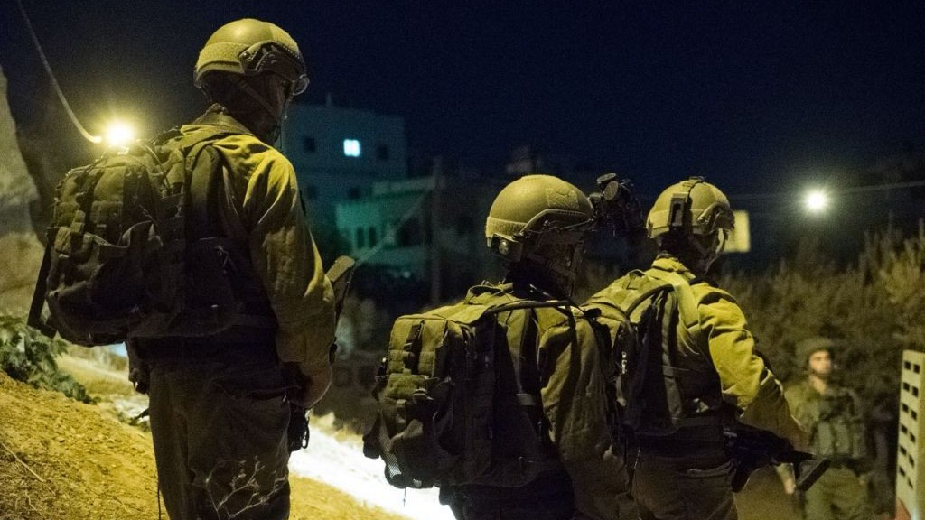 IDF soldiers carry out overnight raids on West Bank towns and villages on September 19, 2016. (IDF Spokesman's Unit)