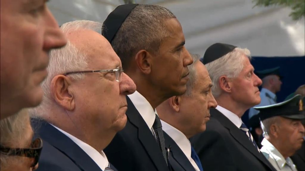 President Reuven Rivlin, US President Barack Obama, Prime Minister Benjamin Netanyahu and former US president Bill Clinton stand at Shimon Peres's funeral at Mount Herzl cemetery in Jerusalem on September 30, 2016. (screen capture: GPO livefeed)