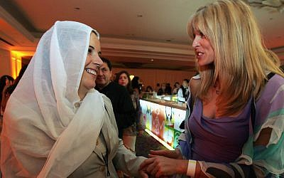 Marla Maples, right, the ex-wife of Donald Trump, speaking with Dalila, the wife of Druze Sheikh Abu-Ruchon Hussein, at the Kabbalah international conference in Tel Aviv, Sept. 19, 2004. (Heidi Levine/Pool/Getty Images via JTA)